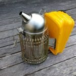 bee-smoker-with-plastic-bellows